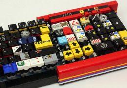 Jason Allemann cria teclado com peças de Lego