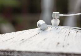 OnePlus lança fone de ouvido de alumínio